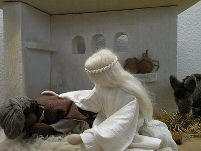 Ein Engel erscheint Josef im Traum und warnt ihn vor Herodes.