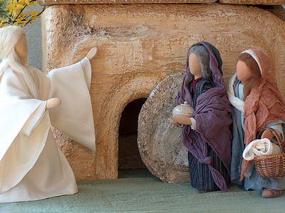 Ostermorgen. Die Frauen begegnen dem Engel am Ostermorgen vor dem leeren Grag.